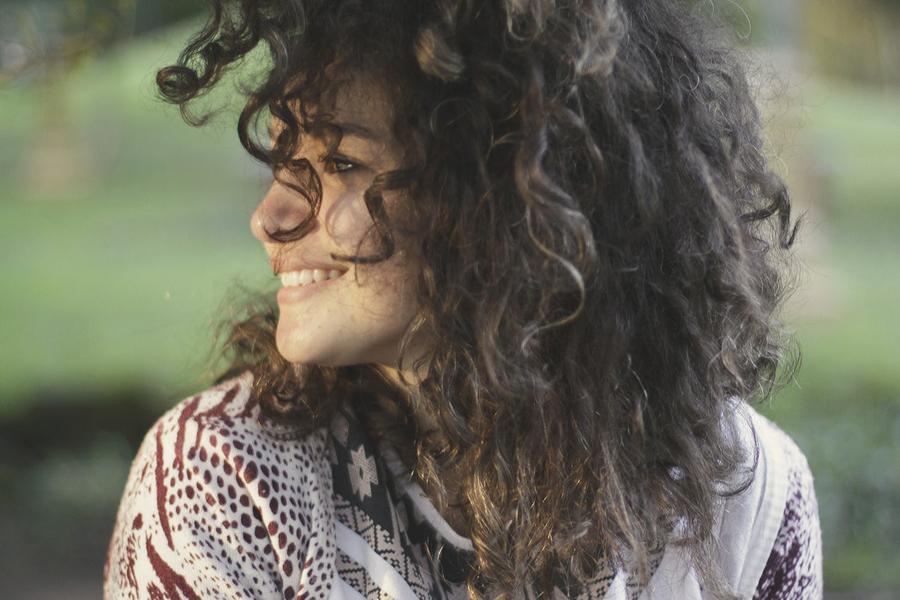 best-remedies-for-frizzy-curls.jpg